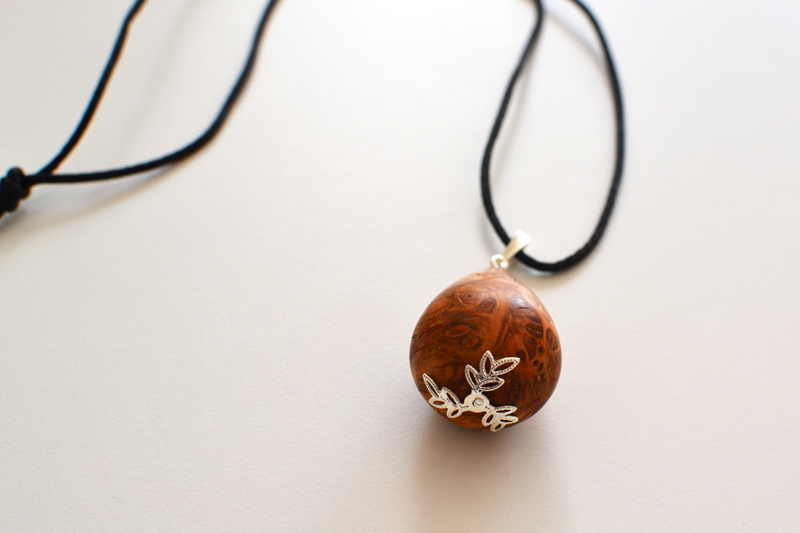necklace_apricot